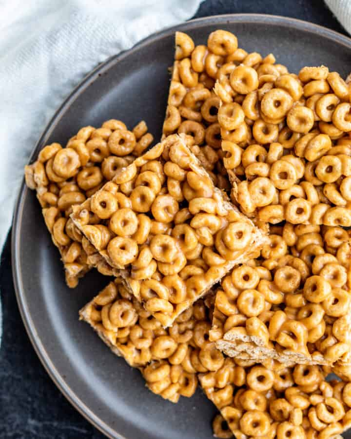 Cereal bars on a gray plate.
